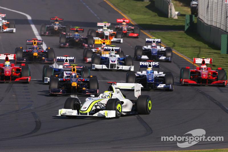 Start: Jenson Button, Brawn GP leads the field