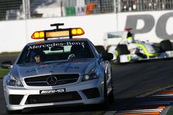 Le Safety car devant Jenson Button, Brawn GP