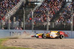 Nelson A. Piquet, Renault F1 Team part dans le bac à gravier