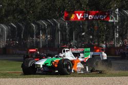 Adrian Sutil, Force India F1 Team avec son aileron avant cassé
