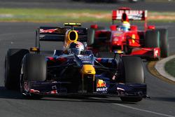 Sebastian Vettel, Red Bull Racing, RB5 devance Felipe Massa, Scuderia Ferrari, F60