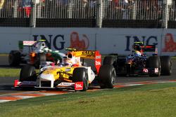 Nelson A. Piquet, Renault F1 Team, R29 devance Sébastien Buemi, Scuderia Toro Rosso