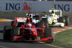 Kimi Raikkonen, Scuderia Ferrari, F60 devance Nico Rosberg, Williams F1 Team, FW31