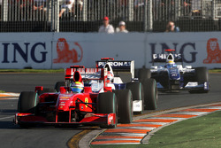 Lewis Hamilton, McLaren Mercedes, MP4-24 devance Robert Kubica, BMW Sauber F1 Team, F1.09