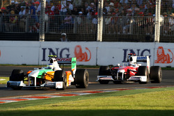 Giancarlo Fisichella, Force India F1 Team devance Jarno Trulli, Toyota Racing, TF109