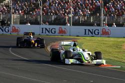 Rubens Barrichello, Brawn GP devance Sebastian Vettel, Red Bull Racing, RB5