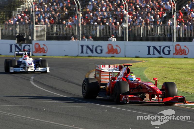 Felipe Massa, Scuderia Ferrari, F60; Robert Kubica, BMW Sauber F1 Team, F1.09