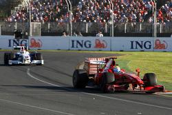Felipe Massa, Scuderia Ferrari, F60 devance Robert Kubica, BMW Sauber F1 Team, F1.09