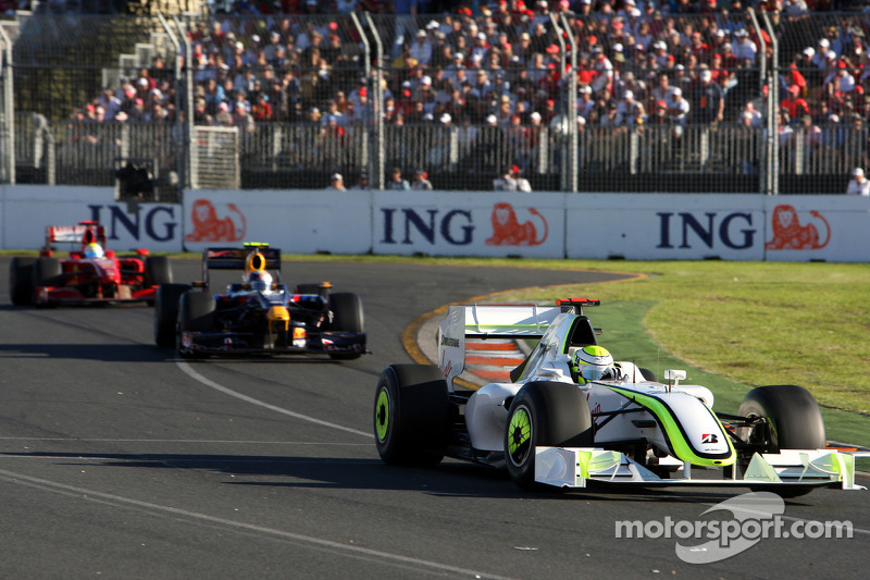 Jenson Button, Brawn GP ahead of Sebastian Vettel, Red Bull Racing, RB5