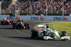 Jenson Button, Brawn GP devance Sebastian Vettel, Red Bull Racing, RB5