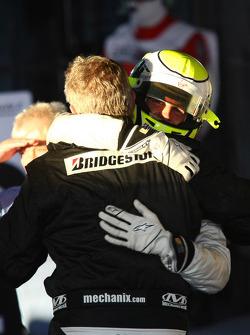 1. Jenson Button, Brawn GP, mit Ross Brawn Brawn GP, Teamchef