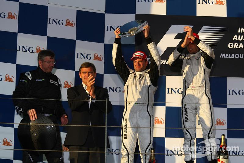 1. Jenson Button, Brawn GP, und 2. Rubens Barrichello, Brawn GP, mit Ross Brawn, Brawn GP, Teamchef