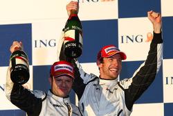 Podium : le vainqueur Jenson Button, Brawn GP et le deuxième Rubens Barrichello, Brawn GP