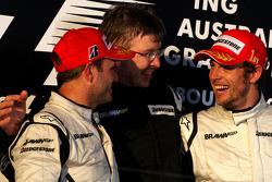 Podium : le vainqueur Jenson Button, Brawn GP, le deuxième Rubens Barrichello, Brawn GP et Ross Brawn, directeur général de Brawn Grand Prix