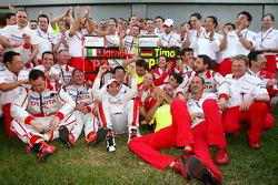 Le Toyota F1 Team célèbre le podium de Jarno Trulli