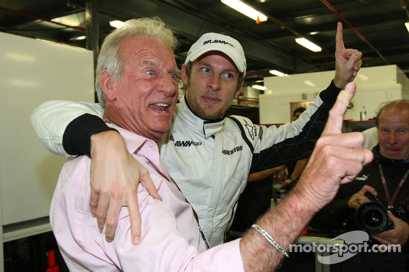 1. Jenson Button, Brawn GP, mit Vater John Button