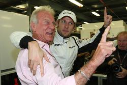 Jenson Button, Brawn GP fête sa victoire avec son père John Button