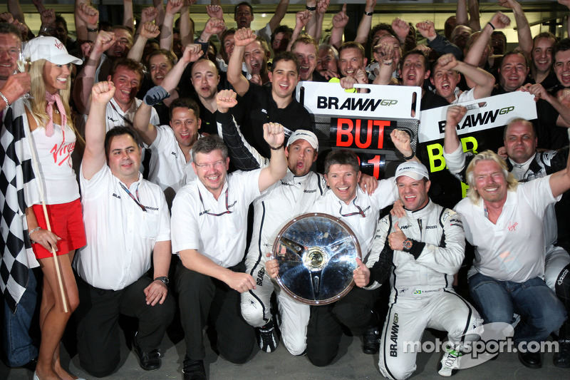 Ross Brawn, Brawn GP, Teamchef; Jenson Button, Brawn GP; Rubens Barrichello, Brawn GP; Nick Fry, Bra