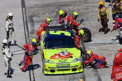 Pit stop for Mark Martin, Hendrick Motorsports Chevrolet