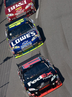 Denny Hamlin, Joe Gibbs Racing Toyota, Jimmie Johnson, Hendrick Motorsports Chevrolet, Clint Bowyer,