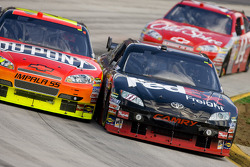 Jeff Gordon, Hendrick Motorsports Chevrolet, Denny Hamlin, Joe Gibbs Racing Toyota