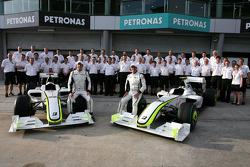 Brawn GP group picture, Jenson Button, Brawn GP, Rubens Barrichello, Brawn GP ve Ross Brawn Takım Pa