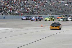 La Pace Car Chevrolet Camaro rentre au stand pour lancer la course