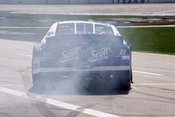 Jason Keller fait fumer les pneus en sortant des stands