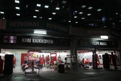 Ferrari garajı, night