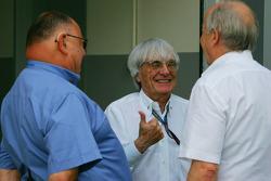 Pat Behar, FIA, Fotoğrafçısı Delegate, Bernie Ecclestone, Başkanı ve CEO, Formula 1 Management ve Ka