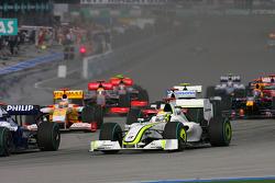 Start: Nico Rosberg, Williams, ve Jenson Button, Brawn GP for lead