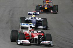 Тимо Глок, Toyota F1 Team. и Нико Росберг, Williams F1 Team