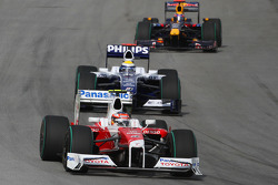 Timo Glock, Toyota F1 Team ve Nico Rosberg, Williams F1 Team