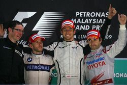 Podium: winnaar Jenson Button, Brawn GP, tweede Nick Heidfeld, BMW Sauber F1 Team, derde Timo Glock,