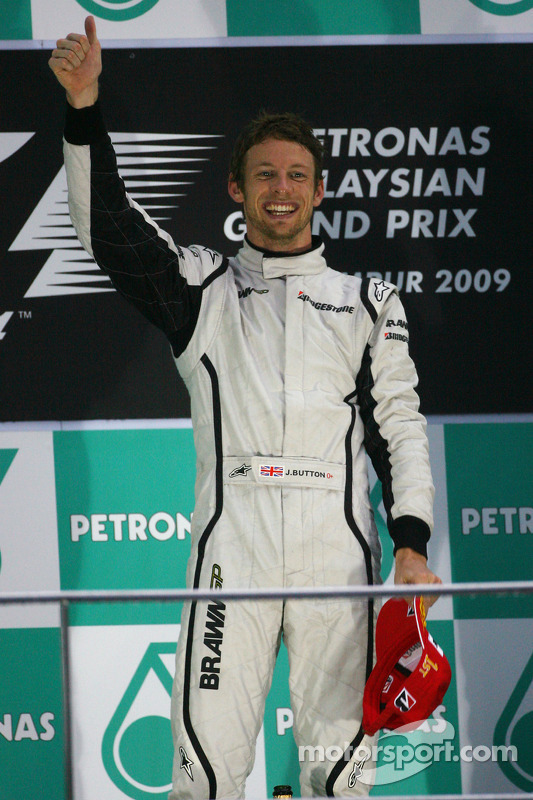 Podio: ganador de la carrera Jenson Button, Brawn GP