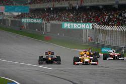 Mark Webber, Red Bull Racing y Fernando Alonso, Renault F1 Team