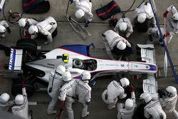 Nick Heidfeld, BMW Sauber F1 Team, pit stop