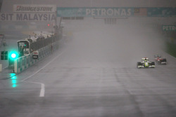 Jenson Button, Brawn GP y Timo Glock, Toyota F1 Team
