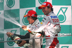 Podio: Nick Heidfeld, BMW Sauber F1 Team el segundo lugar y tercer lugar Timo Glock, Toyota F1 Team
