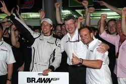 Brawn GP celebrations: Jenson Button, Brawn GP, Ross Brawn Brawn GP Team Principal, Rubens Barrichel