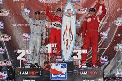 Podium: race winner Ryan Briscoe, Team Penske, second place Ryan Hunter-Reay, Vision Racing, third p