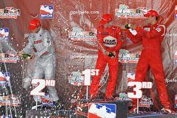 Podium: champagne for Ryan Briscoe, Ryan Hunter-Reay and Justin Wilson