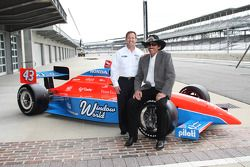 John Andretti et Richard Petty prennent la pose avec la