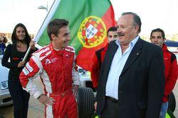 Speed demo in Portimao: Filipe Albuquerque, driver of A1 Team Portugal with the Manuel de Luz Major of Portimao