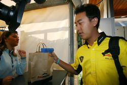 Visite au Zoomarine: Aaron Lim, pilote de la Malaisie en A1GP