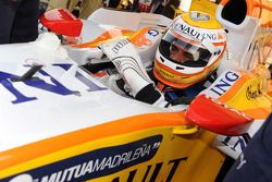 Mohamed Ben Sulayem, vice-président de la FIA et 14 fois champion du Moyen-Orient en Rallye,se prépare pour son tour avec la R28