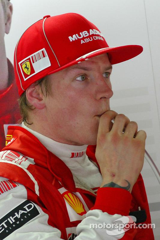 Na mesma etapa, Raikkonen protagonizou outra cena memorável. Uma chuva torrencial interrompeu a prova, que se tornou a quinta na história da F1 a ter sua pontuação reduzida pela metade, visto que não foi disputada em pelo menos 75% - os pilotos só fecharam 31 das 56 voltas previstas. Enquanto todos os competidores aguardavam no cockpit, as imagens oficiais mostraram o finlandês tomando um picolé nos boxes da Ferrari.