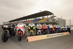 Sesión de fotos: grupal de pilotos de MotoGP 2009