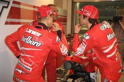 Кейси Стоунер, Ducati Marlboro Team, и Ники Хейден, Ducati Marlboro Team