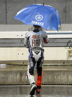 Jorge Lorenzo, Fiat Yamaha Team, watches the rain